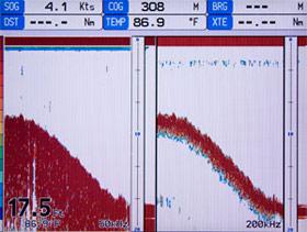 standard horizon ff525 black box sounder on standard horizon cp1000c display